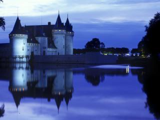 обои Красивый замок у озера фото