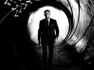 обои Мужчина с пистолетом шагнувший в тонель фото