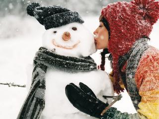 обои Девушка и снеговик фото