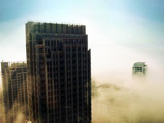 обои Вершины небоскребов в смоге фото