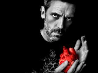обои Доктор хаус с сердцем в руках фото