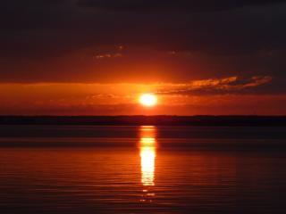 обои Красивый закат уходящего солнца фото