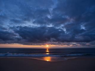 обои Только желтое солнце на фоне голубом неба и воды фото