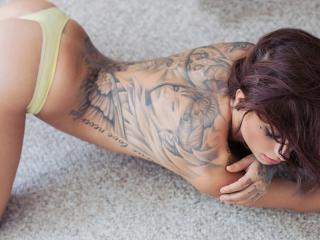 обои Картина на спине стройной девушки фото