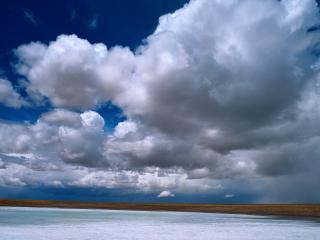 обои Облака над озером фото