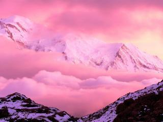 обои Розовые облака в горах фото