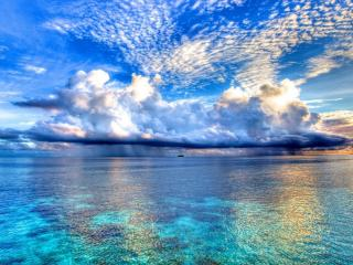 обои Облака дождя над морем фото