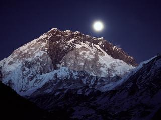 обои Полная луна над горой фото