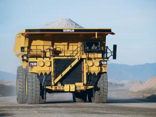 обои Огромный грузовик в карьере фото