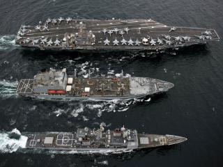 обои Авианосец и два корабля фото