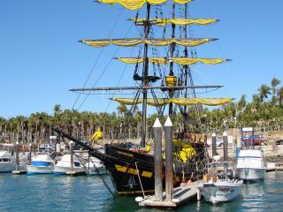 обои На приколе лодки,   яхты и парусник фото