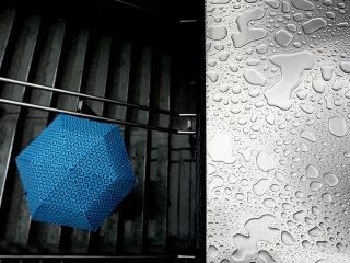 обои Зонт на ступеньках и капли воды фото