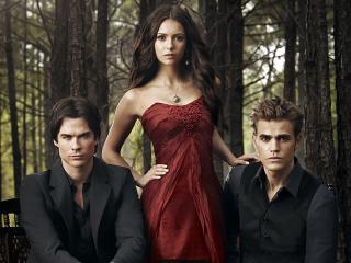 обои Елена с парнями в лесу фото