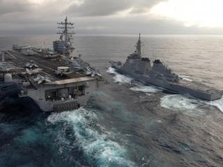 обои Авианосец на сцепке с кораблем фото