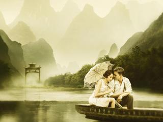 обои Пара на лодке под зонтом фото