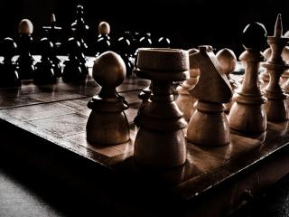 обои Шахматы на доске готовы к игре фото