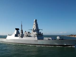 обои Боевой корабль с эхолокаторами фото