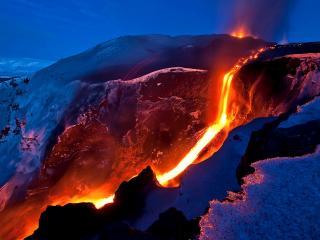 обои Путь текущей лавы из вулкана фото