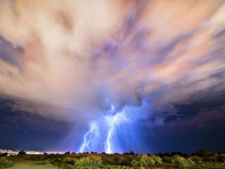 обои Две ярких молнии фото