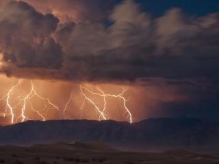 обои Грозовые молнии в небе фото