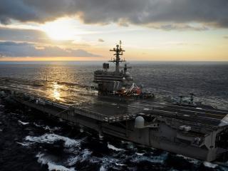 обои Военное судно на закате вечернем фото
