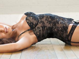 обои Модель Diana Morales лежит на полу фото