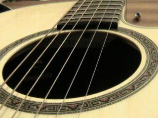 обои Светлая шестиструнная гитара фото