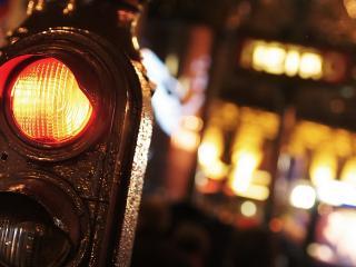 обои Светофор на улице фото
