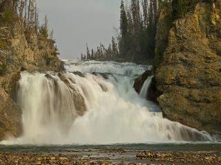 обои Струится водопад фото