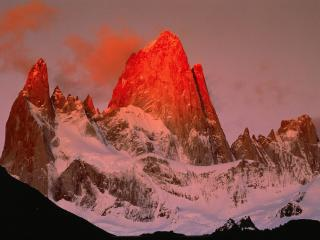 обои Снежные горы украшенные солнцем фото