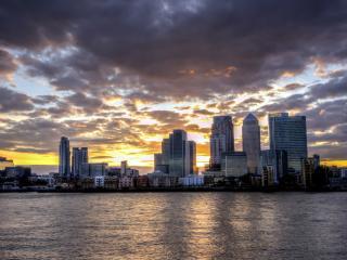 обои Высотки города на фоне заката фото