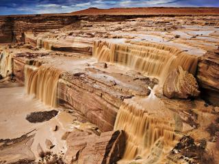 обои Грязные воды водопада фото