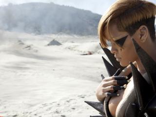 обои Певица Rihanna в пустыне фото