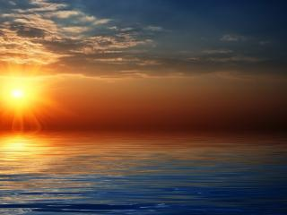 обои Красочный вид уходящего солнца над водою фото