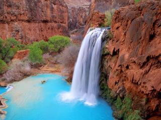 обои Водопад из голубой воды фото