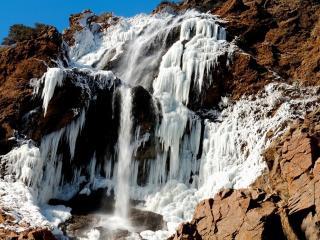 обои Водопад в конце зимы фото