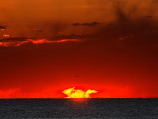 обои Необычайное небо у моря фото