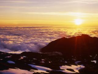 обои Заходящее солнце на облаками фото