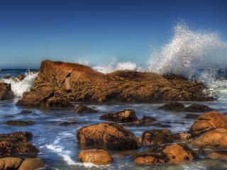 обои Бьющaяся вода о камни фото