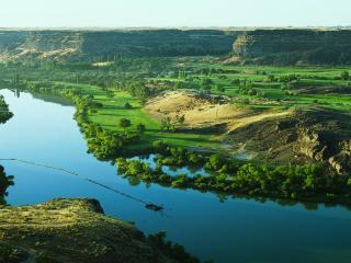 обои Вид на долину зеленую у реки фото