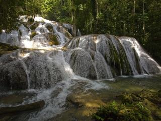 обои Водопад рассеянной воды фото
