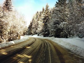 обои Зимняя дорога с поворотoм фото