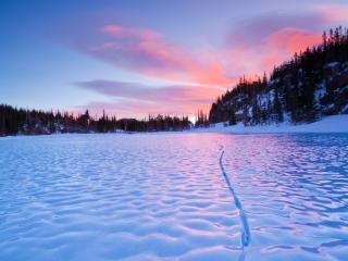 обои Замерзшие волны на озере фото
