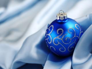 обои Синий елочный шар фото
