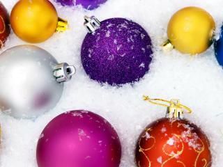 обои Игрушки в искусственном снегу фото