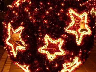 обои Светящаяся елка с большими звездами фото