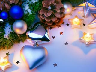 обои Сердечки игрушки и свечи звездочки фото