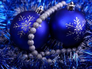 обои Синие игрушки со снежинками фото