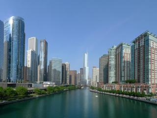 обои Река среди города фото