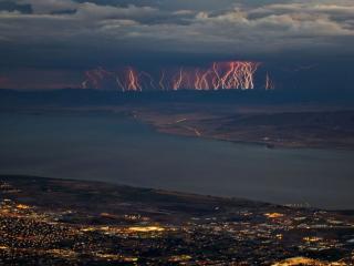 обои Ряд молний в горах фото